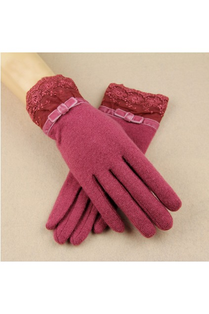 Shearling-Gloves-with-Lace-Cuffs